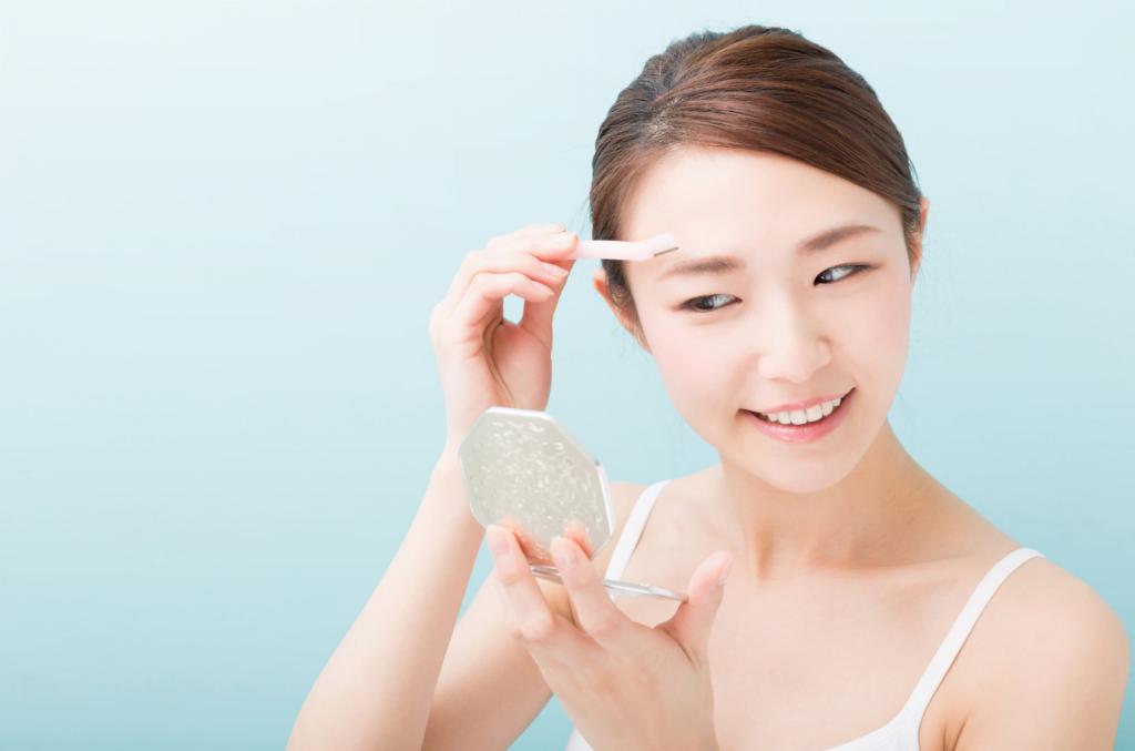 women face shaving